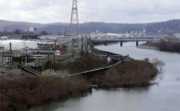 Coal plant spill contaminates the water supply in West Virginia